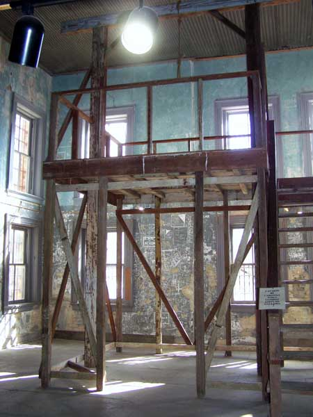 Gallows-in-Old-Jail-Gonzalez-smaller.jpg